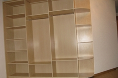 Корпусная мебель: светлый шкаф-купе