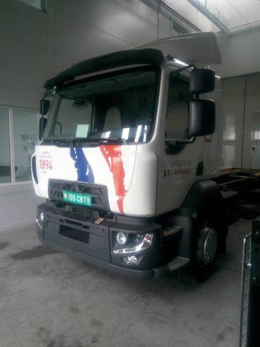 Брендированный грузовик RENAULT, фото