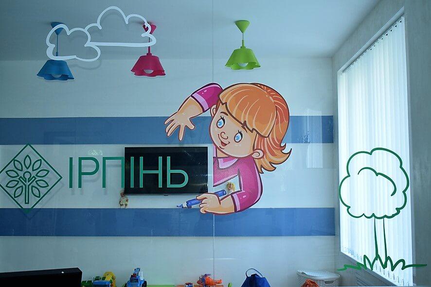 Оклейка пленкой стекла детской комнаты