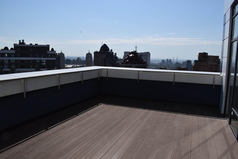 Покрытие композитной доской открытой террасы